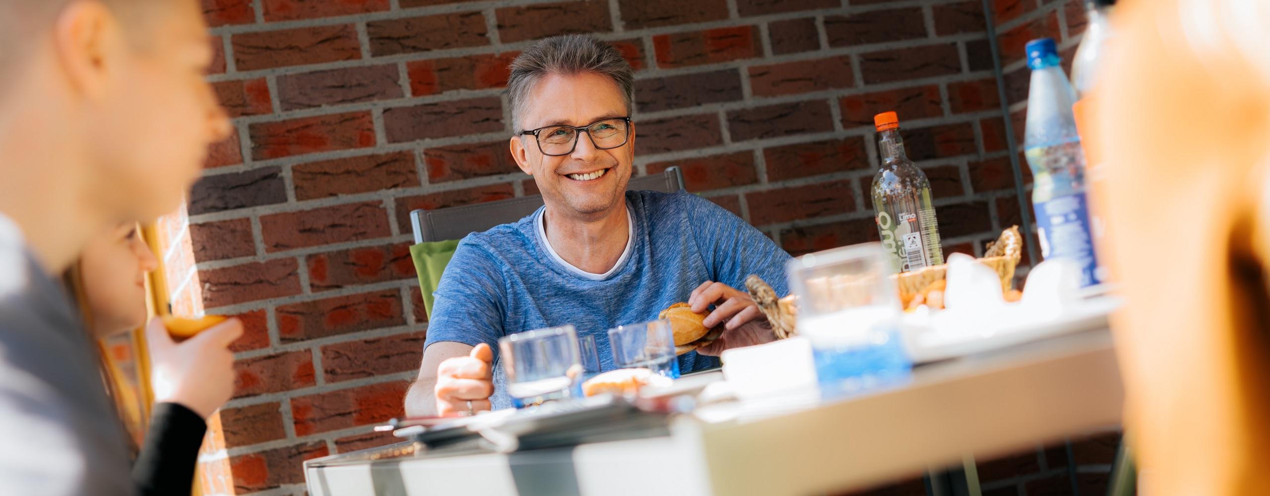 Frank Henning beim gemeinsamen Essen mit der Familie